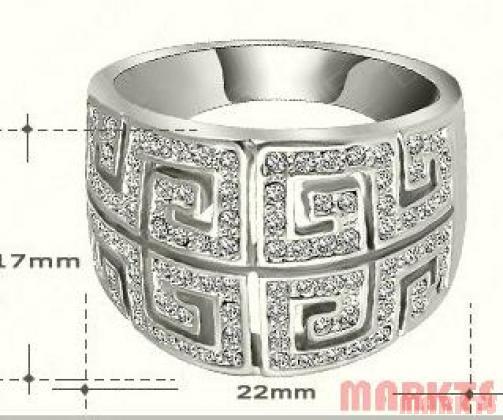 Modern platina ring met Oostenrijkse kristallen.