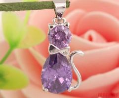 925 zilveren kat hanger met paarse en witte zirkonen