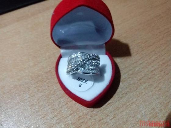 Mooie 18K witgouden ring met veel zirkonen