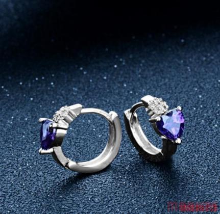 Mooie 925 zilveren oorbellen met paarse hart zirkoon